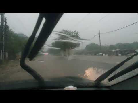 Delhi ncr monsoon !! water logging problem !! car stuck in rain